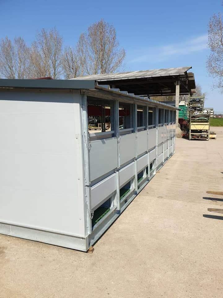 Ventilation shaft calf hutch